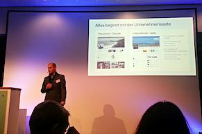 """Arne Henne von der Facebook Germany GmbH referiert darüber, """"Wie Facebook zum Unternehmenserfolg beitragen kann"""""""