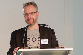 Thomas Mielke erläutert die Kriterien in der Kategorie Technik (Foto: IHK)