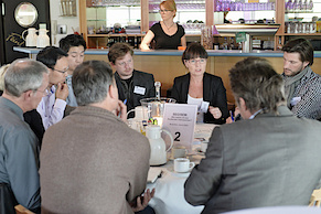 Moderatorin Joanna Gabor diskutiert SEO (Foto: Andreas Bischof)