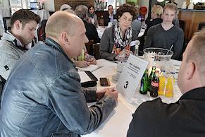 ... an seinem Tisch zum Thema Webusability (Foto: Andreas Bischof)